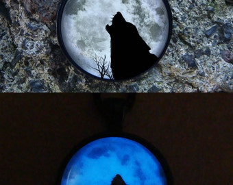 Wolf and Moon Glowing Necklace / Glow in the dark / Black Wolf and Glow Moon / Glowing jewelry / Glowing Moon / Moon Pendant / Wolf Necklace