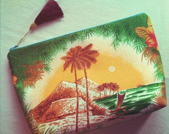 Lanai Made zipper clutch bag  - Island in the Sun - made from vintage Hawaii fabrics
