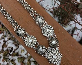 Wedding necklace of Rhinestone and silver bib necklace. Bridal bib necklace. Silver choker necklace. Elegant silver bib necklace.