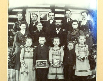 Old Photo of a Family // Black & White // Old Mat // 1903 // Parents // 12 Children