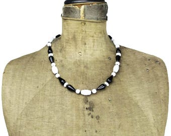 Vintage Black and White Bead Necklace, Black and White Glass Bead Necklace, Milk Glass Necklace, Molded Glass Bead Necklace