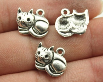 10 Laying Cat Charms, Antique Silver Tone Charms (1M-58)