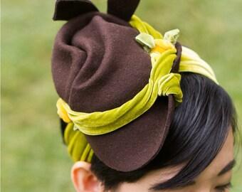 Vintage-Style 1940s felt tilt hat with velvet bandeau and ribbon flowers