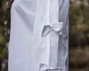 Women's blouse with special open sleeve and stop by original bows