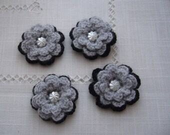 4 hand-made flowers crocheted in acrylic yarn in black and grey - white Pearl