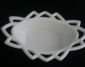 Vintage Indiana Glass Pyramid Pattern #610 ca 1970's in Milk Glass Art Deco Line with Lacy Edge