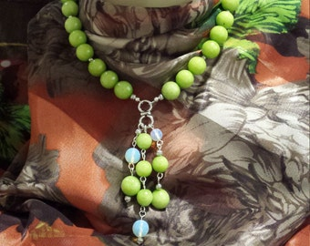 One strand faced green jade and opulite necklace with center drops