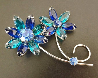Vintage Blue Rhinestone Brooch, Costume Jewelry, Womens Accessories, Dressy Brooch, 1950s Jewelry, Jewelry Accessories, Blue Brooch