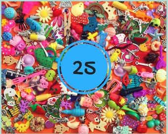 Mix of 25 I spy trinkets objects miniatures