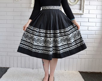 Vintage Black and Gray Woven and Embroidered Pleated Skirt Size XS