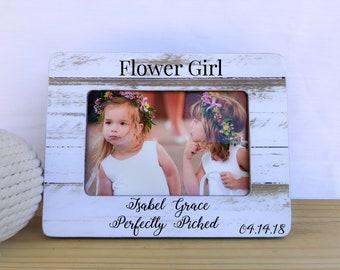 Flower girl frame. Personalized picture frame. Wedding gift. Thank you gift for flower girl. Custom frame for flower girl