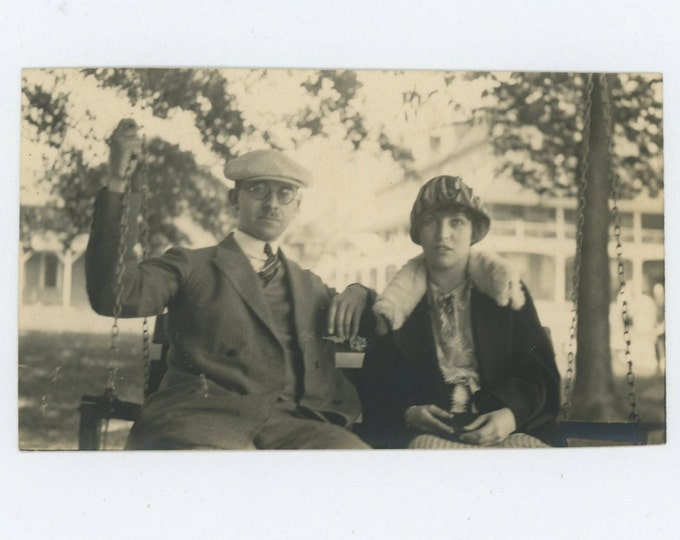 Vintage Snapshot Photo: Couple on Swing, 1920s (610510)