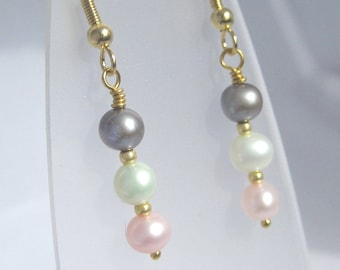 Multicolor pearl and gold earrings
