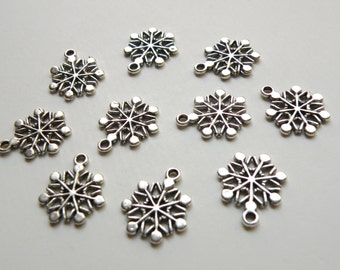 10 Christmas Snowflake charms antique silver metal 20x17mm Snowflake1 DB02060