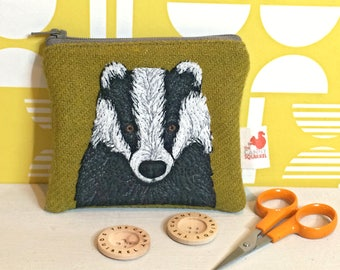 Badger coin purse - tweed badger zip purse - brock purse - green Harris Tweed purse - embroidered badger purse - Badger gift - Scottish gift