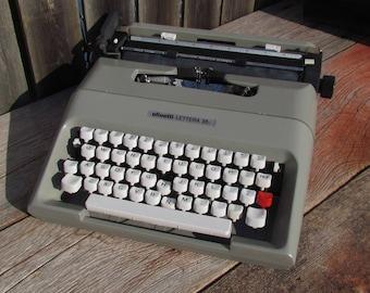 Vintage 1970's Italian Olivetti Lettera 35i Portable Manual Typewriter W/ Soft Case