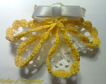 2 purses embroidered crochet white and yellow star