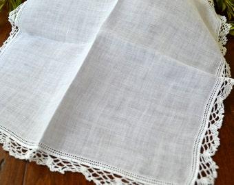 Mouchoir blanc, Crochet Lace Trim bords festonnés, Vintage Vintage mariée, mariée à être le cadeau, blanc Crochet dentelle mouchoir 3330