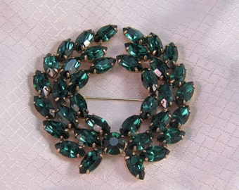 Vintage c1960's Juliana Emerald Green Rhinestone Wreath Brooch