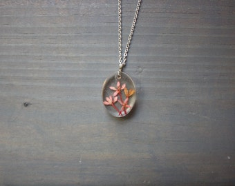 Pink flower resin necklace