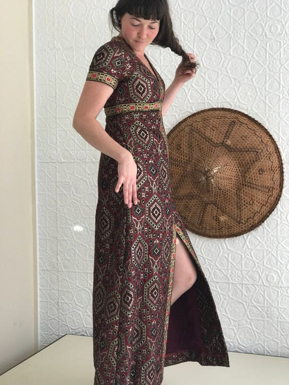 1960's Holiday Gorgeous Tapestry Boho Cocktail Maxi Geometric Party Dress Shimmer Red Woven Metallic Dress Vintage dxCn5qad