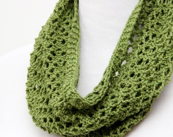 Spring green cowl for mom. Silk and wool lace cowl. Green lace cowl for mother. Hand knit lace scarf. Lightweight cowl. Little luxury cowl..