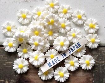 6 vintage Japanese celluloid DAISY cabochons 11mm flower resin flatbacks #118