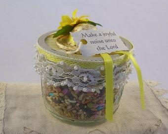 Make Joyful Noise Birdseed in a Jar