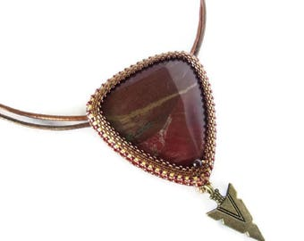 Collier femme, collier cuir, collier pierre fine, collier style indien, collier brodé, collier rouge, collier marron