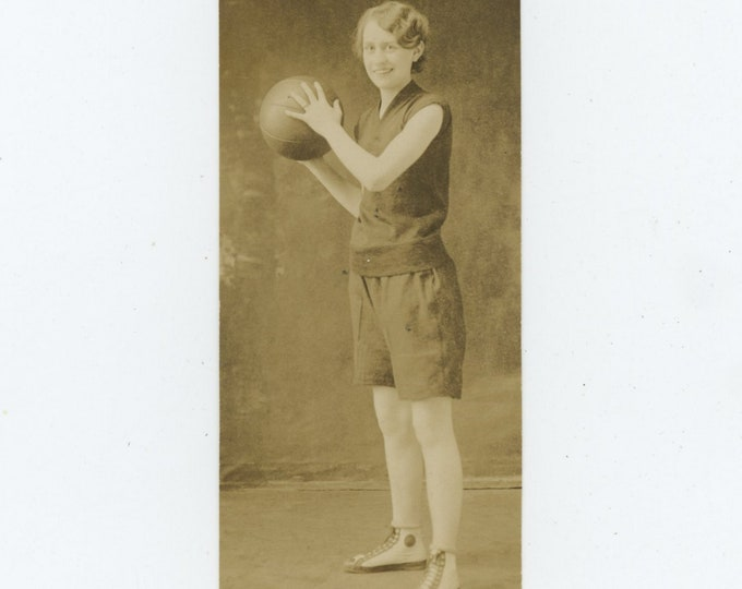 Vintage Snapshot Photo: Basketball Player, c1920s [84662]