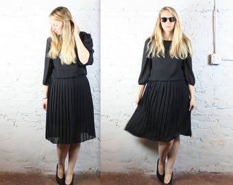 80's Black Sheer Plus Size Dress with Accordion Pleated Skirt and Billowy Sleeves Xl Large . See Through 1980s Gown Sexy Long Sleeves Winter