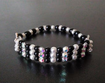 Glass Pearl and rhinestone beaded bracelet