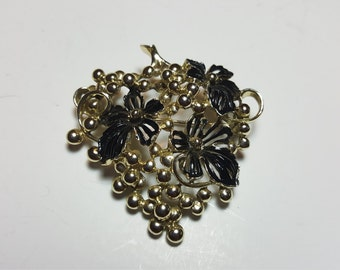Vintage Sarah Coventry Grape and Leaf Brooch