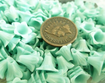 The Plastics! 25 Old Haskell Celluloid Plastic Flower Beads MINT GREEN