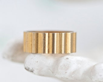 Golden stripes Wedding Band Ring - Size 9 - Ribbed - Vintage Oxidized Jewelry