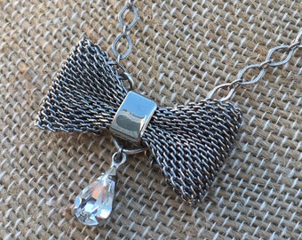 Vintage Mesh Bow Necklace