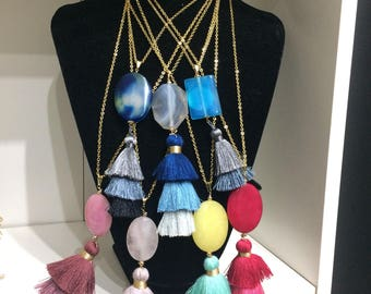 Long necklace with tassel and quartz