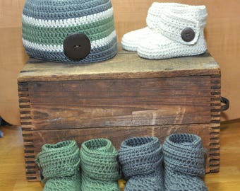 Baby Booties with Macthing Hat, Cashmere Booties, Corchet Baby Booties with wooden Button