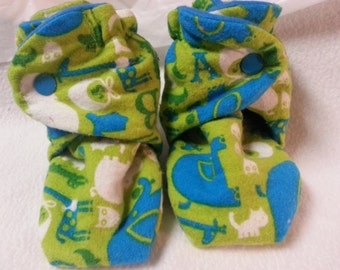 Toddler lime green/blue zoo animals fleece baby booties with snaps measures 4 1/2 inches / toddler size 4