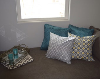 """Grey and White Quattrafoil Pillow w/ Removable Cover (18"""" Square)"""