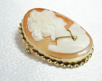 Vintage Cameo Brooch or Pendant in 14k yellow Gold and Fine Shell NZNZ6D-D