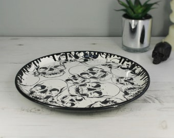 Skull pizza plate, pizza dish, serving platter, large sharing platter, ceramic skulls, weird and wonderful, unique gift, homewarming present