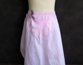 Vintage 1950s pink gingham apron with a gorgeous pocket and embroidery.