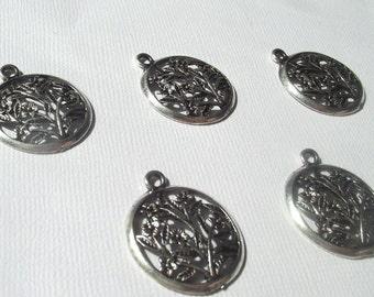 Silver tone Round Floral Pendant Charm Component Destash 22mm