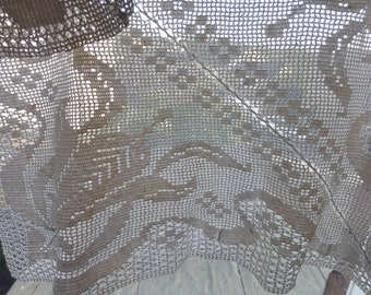 Fine cotton Hand crocheted tray cloth Arts and Crafts design