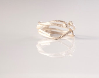 Delicate sterling silver ring / Branch textured