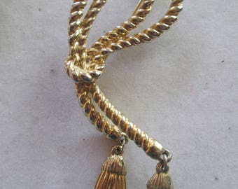 1960's Large Gold metal Rope Brooch pin with tassel accents