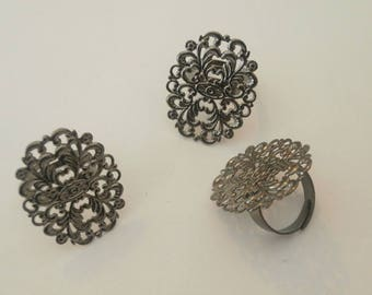 Gray 3 ring filigree ring