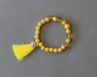 Yellow bracelet with tassel, sun boho jewelry, beaded bracelet, gift for her, summer trend elegant beads sunny yellow, limone pearls