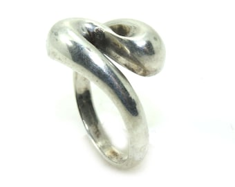 Vintage large sterling silver twist ring, statement ring, silver swirl ring, chunky silver, boho ring, size N ring, size 8 ring, simple